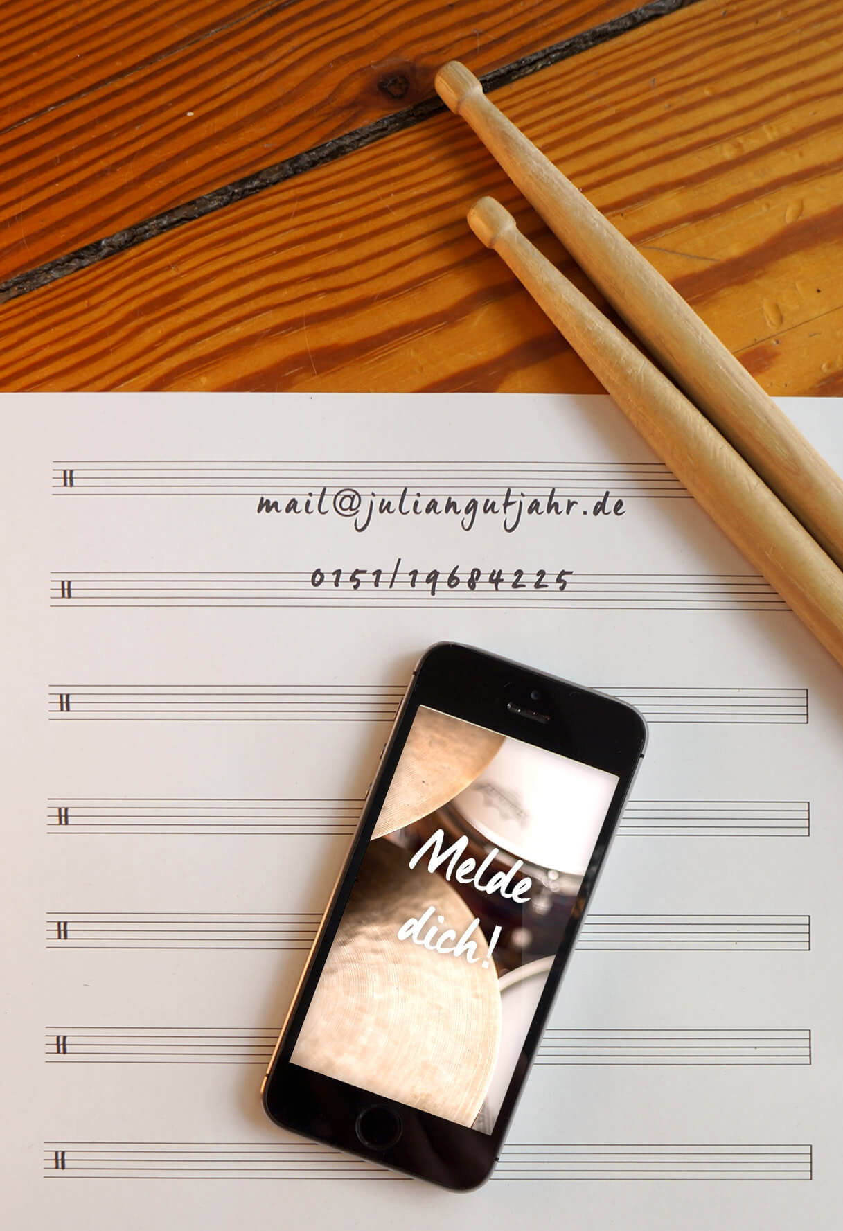 Kontakt-Foto-Sticks-Smartphone-Notenblatt-Julian-Gutjahr-Schlagzeugunterricht-Hamburg-Eimsbüttel