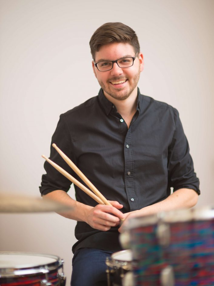 Portrait-Julian-Gutjahr-Schlagzeuger-Schlagzeugunterricht-Hamburg-Eimsbüttel